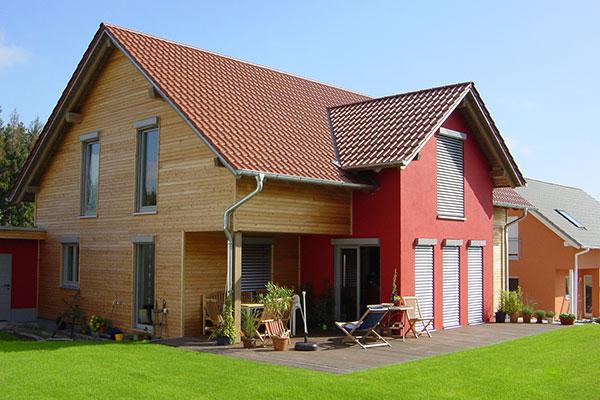 Holzhaus mit Holzverkleidung