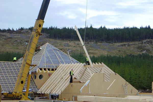 Bau des Holzhauses in Schottland